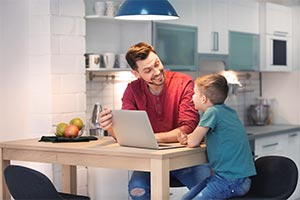 child and parent using virtual tuition