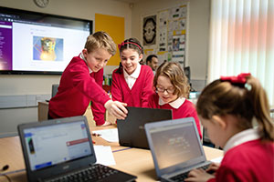 Microsoft Education UK - pupils using tech